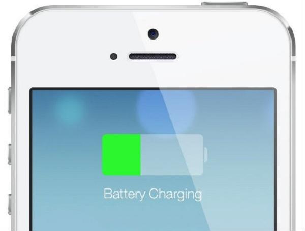 Đang sạc pin trên iPhone